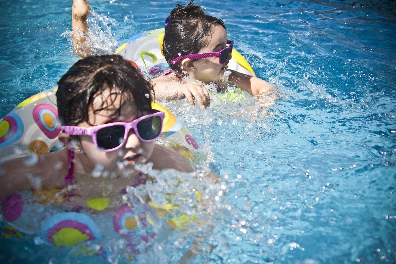 apprendre à nager tôt à son enfant