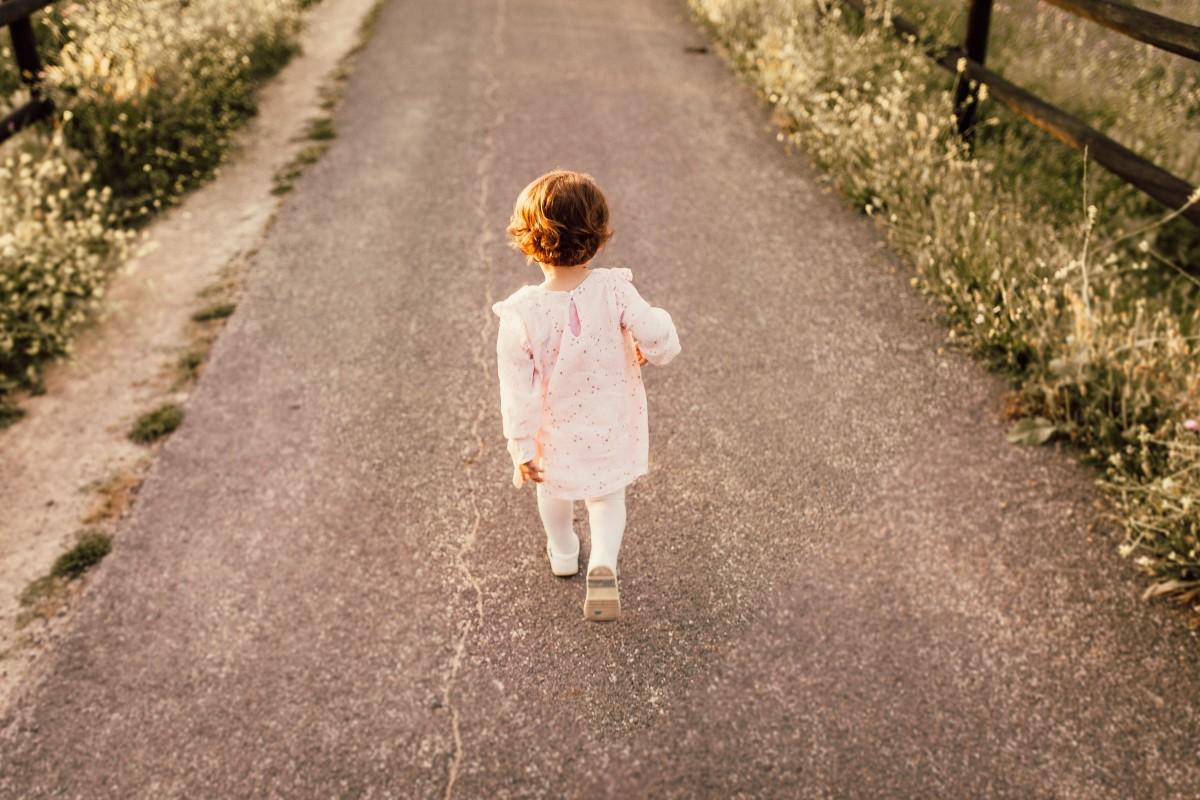 l'apprentissage de la marche chez un bébé